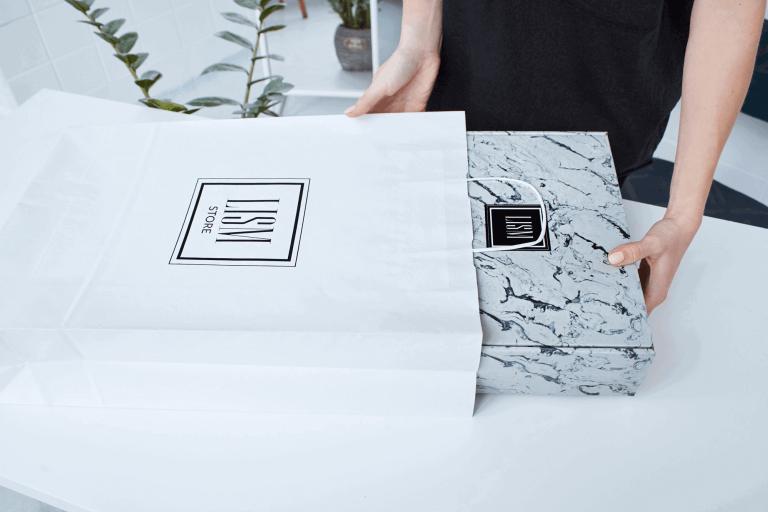 Kartonové krabice s logem jako elegantní vizitka vaší značky